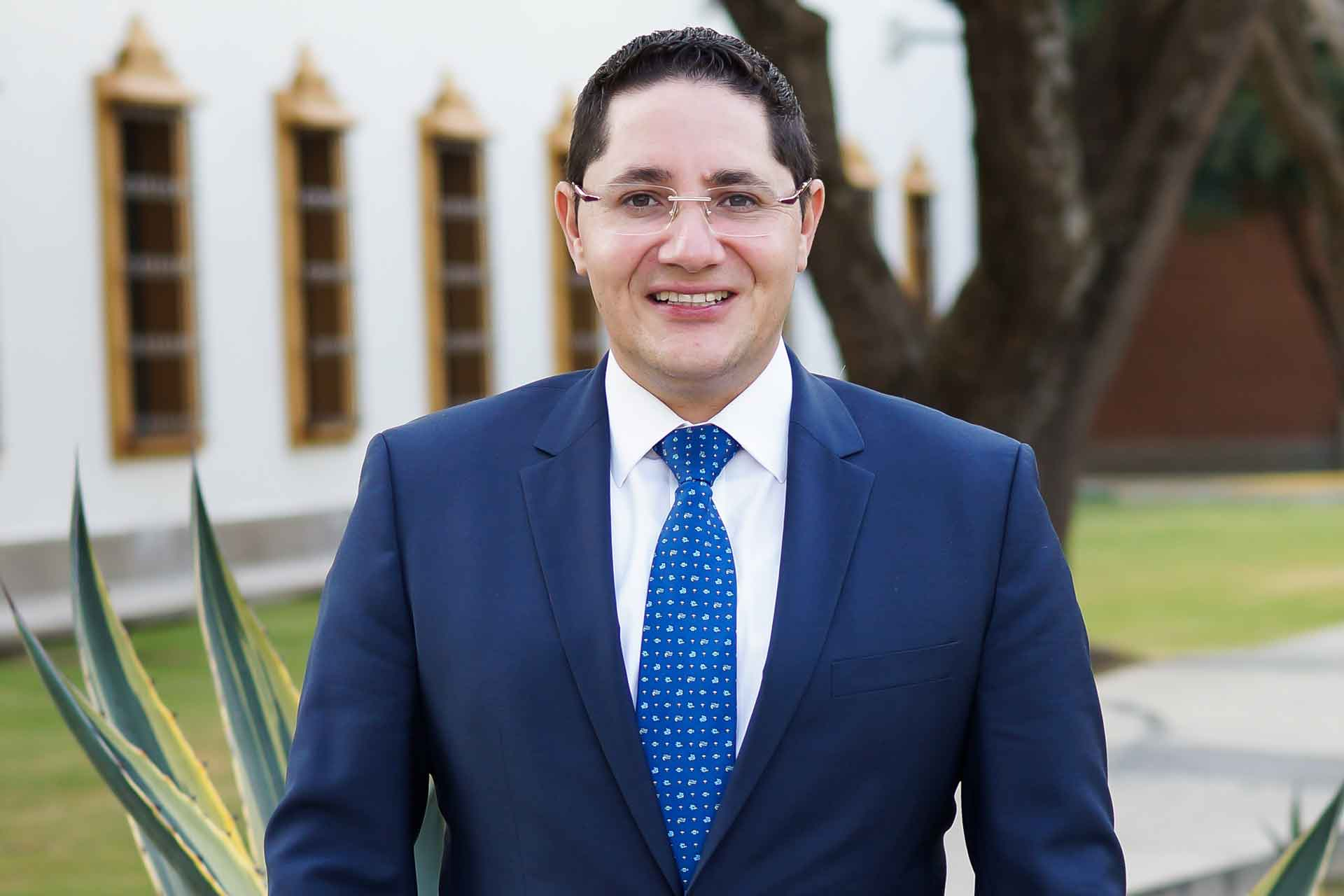 Director general de Vinculación y Desarrollo Institucional